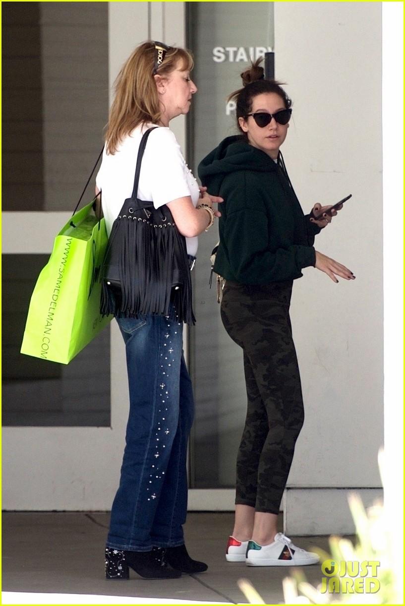 ashley tisdale goes holiday shopping with mom lisa 02